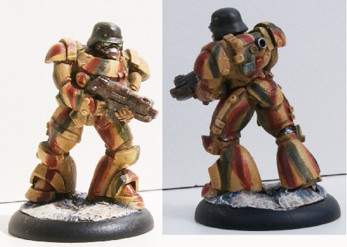 Power Armour Soldat Advancing
